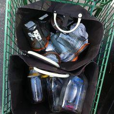 Bea Johnson's @zerowastehome grocery shopping #ZeroWaste kit.                                       Gloucestershire Resource Centre http://www.grcltd.org/scrapstore/