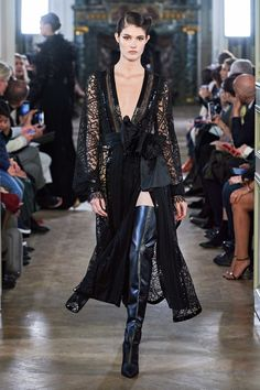 Elie Saab Fall / Winter Ready-to-Wear - Collection .-Elie Saab Herbst/Winter Ready-to-Wear – Kollektion Style Couture, Couture Fashion, Runway Fashion, Womens Fashion, Elie Saab Couture, Elie Saab Printemps, Dolly Fashion, Abed Mahfouz, Elie Saab Spring