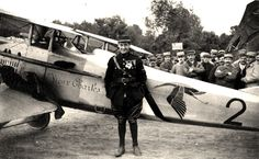 Via Defense.fr - Georges Guynemer in front of his plane. Georges Guynemer, one of the French Aces of the First World War, counts in his palmares 53 approved aerial victories, in addition to the 35 probable victories. World War I, Old World, Belle France, Planes, Air Festival, Military Photos, Fighter Pilot, Wwi, First World