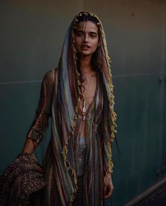 And this is what I wore yesterday at the magical fashion show. I have only to learn from family. Boho Fashion, Fashion Show, Fashion Outfits, Fashion Blogs, Missoni, Portrait Photography, Fashion Photography, Beauty Shots, Beauty Women