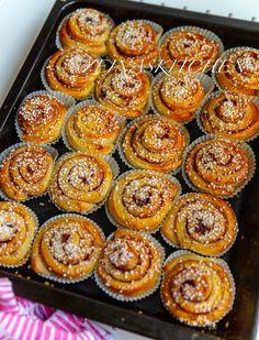 Kanelbullar - Mjuka och saftiga - ZEINAS KITCHEN Baking Recipes, Cake Recipes, Dessert Recipes, Sweet Pie, Sweet Bread, Vegan Desserts, Just Desserts, Grandma Cookies, Deserts