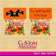 Halloween Bats Favor / Treat Bag Topper  A fun way to hand out Halloween candy to trick or treaters or send to school with your kids for them to hand out during their school Halloween party.  Would also be great as a unique birthday favor for the kids who are lucky enough to have a birthday close to Halloween!