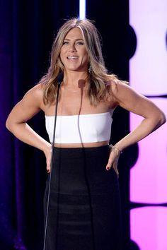 Jennifer Aniston : sueurs froidesJennifer Aniston a une phobie dans la vie : la sueur. Tétanisée à l'idée de ruisseler de transpiration, elle paie un assistant pour rester face à elle, un ventilo dans les mains lorsqu'il fait trop chaud sur les plateaux de tournage. Et si ça ne suffit pas, il doit alors lui passer des glaçons dans le cou.
