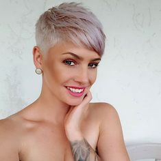 Short Pixie Cut 2019 If you want to change your hairstyle and amp up your overall look then you should checkout our hairstyle ideas. Today, we have brought some of the Best Pixie Cuts… Super Short Hair, Short Grey Hair, Short Hair Cuts For Women, Short Hairstyles For Women, Outfits For Short Hair, Short Cut Hair, Short Hair Model, Pixie Cut Kurz, Brunette Pixie