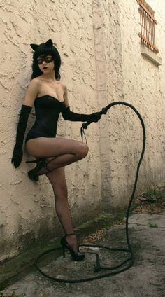 Ready to pounce. Denis Medri: 50's Catwoman (50's Rockabilly Batman) LadyLomax.