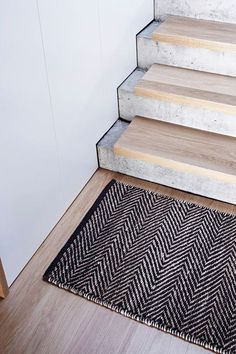 Farmhouse Staircase Pictures Rustic Outdoor Handrails Serengeti Entrance Mat Armadillo Co Timber Concrete Stair Stairway Banister Ideas Dark Wood Stairs - Annie Sloan Stair Rails How Concrete Staircase, Concrete Steps, Stair Railing, Staircase Design, Staircase Ideas, Stair Design, Railings, Mo Design, Wood Steps