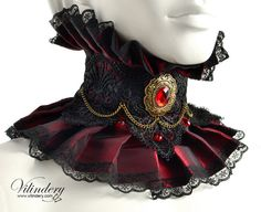 Red Vampire Choker with red glass crystals and chain  door Vilindery