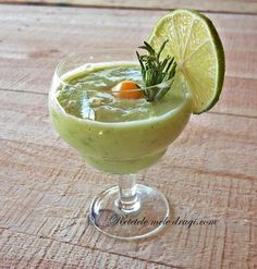 Smoothie de avocado cu lime si rozmarin Romanian Food, Yummy Food, Tasty, Vitamins, Projects To Try, Health Fitness, Food And Drink, Drinks, Breakfast