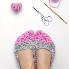 crochet-up-some-cozy-slippers-with-pattern-at