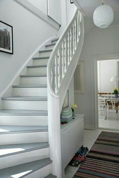 More security and convenience with intelligent radio systems Wooden stairs white – gray similar projects and ideas as presented in the picture can also be fou Painted Staircases, Painted Stairs, Wooden Stairs, White Staircase, Modern Staircase, Staircase Design, Railing Design, Algot Ikea, Escalier Design