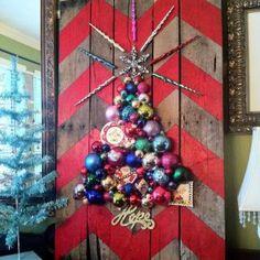 ღღ It's the most wonderful time of the year ... to go all out on decorations.