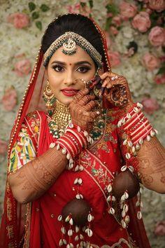 Indian Bridal Photos, Indian Bridal Makeup, Bridal Hair And Makeup, Asian Bridal, Indian Wedding Photography Poses, Indian Wedding Photographer, Bridal Looks, Bridal Style, Salwar Kameez