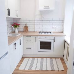 choose best color for small kitchen remodel 12 Kitchen Sets, Home Decor Kitchen, Interior Design Kitchen, Home Kitchens, Small Kitchens, Small Kitchen Plans, Küchen Design, House Design, Design Ideas