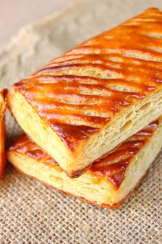 Galette berrichonne { aux pommes de terre } Bread And Pastries, French Pastries, My Favorite Food, Favorite Recipes, Breakfast Bread Recipes, I Love Food, Entrees, Food And Drink, Cooking Recipes