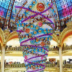 Galeries Lafayette Paris : Arbre de Noël inversé!