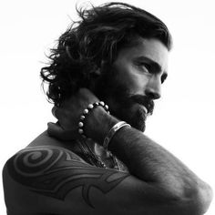 Now in long hair as a hairstyle is to become a trend, but, how about men with long hair and beards? is the combination of a beard with long hair also to become trendy? Long Haired Men, Gorgeous Men, Beautiful People, Gorgeous Hair, Hair And Beard Styles, Long Hair Styles, Long Hair Beard, Beards And Hair, Men Long Hair