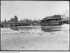 1910 – 1914 – Toronto waterfront at foot of York Street