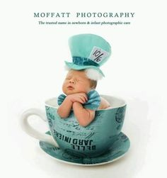 Adorable Mad Hatter Newborn Love Disney Alice in Wonderland Foto Newborn, Newborn Shoot, Newborn Pictures, Baby Pictures, Children Photography, Newborn Photography, Cute Babies, Baby Kids, Disney Princess Babies