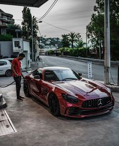 Mercedes AMG GTR fuelling 👌🏻 Check out for more great daily high-quality luxury and exotic car posts🔥 Write your thoughts in comment below💭 . Mercedes Benz Amg, Mercedes G Wagon, Ferrari, Porsche 918 Spyder, Classic Car Show, Best Luxury Cars, Top Cars, Honda Civic, Amazing Cars