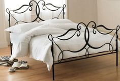 Moroccan Bedroom With Black Metal Bed Frame Design Decor |