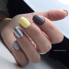 The advantage of the gel is that it allows you to enjoy your French manicure for a long time. There are four different ways to make a French manicure on gel nails. Love Nails, Pretty Nails, Fun Nails, Yellow Nail Art, Yellow Nails Design, Short Gel Nails, Dipped Nails, Powder Nails, Perfect Nails