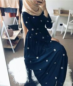 fashion hijab 60 Looks de Hijab avec robe - fashion Modest Fashion Hijab, Street Hijab Fashion, Hijab Chic, Abaya Fashion, Modest Outfits, Fashion Dresses, Hijab Outfit, Hijab Dress Party, Girl Hijab