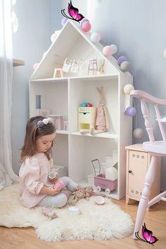 Kız çocuk odaları için ev şeklinde detaylar! 30 kız çocuk odası modeli – ev şeklinde yatak ve dolaplar<br> Kız çocukları odalarında vakit geçirmeyi çok severler, yatak odaları da biraz daha masalsı bir şekilde dekore edilirse çok daha mutlu olurlar. Ev şeklinde yataklar dolaplar, ev şeklinde oyuncak dolapları, kitaplıklar ve dekorasyonla odalar çok daha sevimli bir hale geliyor. Room Decor Bedroom, Diy Room Decor, Kids Bedroom, Home Decor, Kids Rooms, Baby Room Diy, Diy Baby, Kids Room Furniture, Diy Kitchen Decor