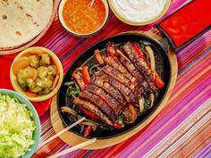 beef fajita recipe Get Skirt Steak Fajitas Recipe from Food Network Steak Fajita Recipe, Beef Fajitas, Steak Recipes, Shrimp Fajitas, Steak Tacos, Skillet Recipes, Mexican Dishes, Mexican Food Recipes, Mexican Meals