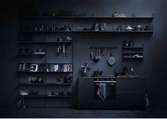 String - String Regal Wandleiter - black - einzeln, 75 x 30 cm Black Interior Design, Interior Design Kitchen, Interior Design Inspiration, Interior And Exterior, String Regal, String Shelf, Design Bestseller, Dark Interiors, Black Kitchens