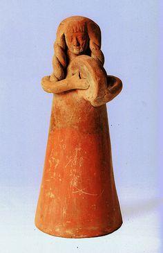 Clay figurine with Frame-drum. Exhibited in Haifa. Kvinnelig idol spiller rammetromme. Jern i to av det åttende århundret BCE. 8th Cenury BCE Shikmona.
