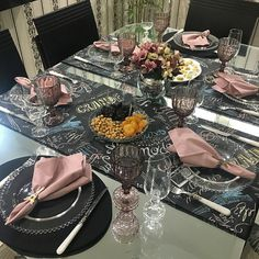 Elegant Table Settings, Beautiful Table Settings, C Table, Dinner Table, Table Arrangements, Table Centerpieces, Candy Land Theme, Table Manners, Dinner Sets
