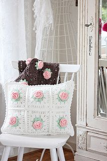 "Crochet Flower Cushion by Sündenherz  //  ***MORE ABOUT THIS ONE ON MY ""CROCHET"" BOARD. SWEET, RIGHT?  ❤A"