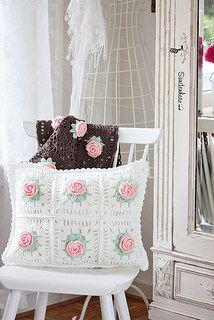 Crochet Flower Cushion by Sündenherz