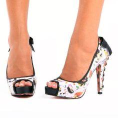 Pin up girl shoe
