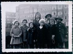Anne and Margot with neighboring children -  Merwedeplein. 1935