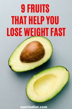Generally, people think that avocado is a fatty fruit and cannot eat when they want to lose weight. In fact, it is very ignorance, because avocado is rich in healthy monounsaturated fats. In a portion of 100 grams of avocado, it has 8.5 grams of carbohydrates. But 6.5 grams refers to fiber, so it actually has 2 grams of free carbohydrates per 100 grams, less than lemon. #completenutrition #healthyfruitstoloseweight Complete Nutrition, Nutrition Plans, Healthy Nutrition, Help Losing Weight, How To Lose Weight Fast, Healthy Fruits, Healthy Eating, Clean Eating Grocery List, Home Beauty Tips
