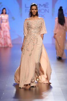 Mellow pastels and delicate florals Lakme Fashion Week, Runway Fashion, Neeta Lulla, Traditional Sarees, Royal Fashion, Asian Fashion, Lehenga, Catwalk, Desi
