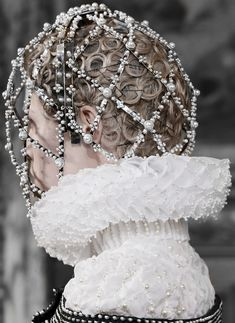 Alexander McQueen Fall 2013 Ready-to-Wear Fashion Show