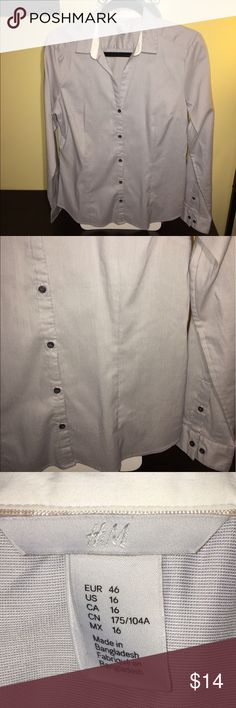 💥BUY 2 GET 1 FREE💥 Light Gray Button Down Blouse Light Gray Button Down Blouse.                    EUC H&M Tops Button Down Shirts