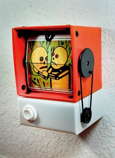 46 Artists Used This Handmade Device To Build A Series Of Old Fashioned Flip Books Middle School Art, Art School, Paper Toys, Paper Crafts, Animation Tools, Flip Out, Antique Radio, Kinetic Art, Flip Books