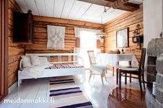 Satavuotiaan hirsimökin remontti | Meidän Mökki Little Log Cabin, Simply Home, Home Comforts, Small Places, Cottage Interiors, Scandinavian Home, Log Homes, Home Bedroom, Cottage Style