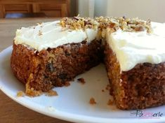carrot cake with walnuts, patesserie, ottolenghi Ottolenghi Recipes, Yotam Ottolenghi, Cake In A Can, Light Cakes, Walnut Recipes, Cream Cheese Icing, Slow Food, English Food, Carrot Cake
