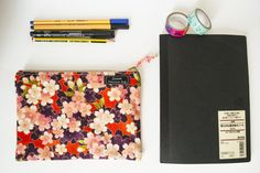 Guarda questo articolo nel mio negozio Etsy https://www.etsy.com/it/listing/464021113/zipper-pouch-a-fiori