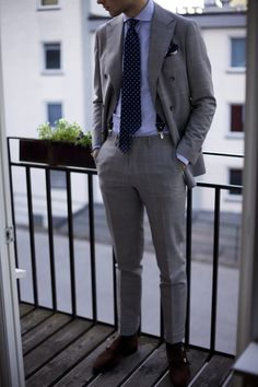 Suit and Tie Mens Fashion Blog, Fashion Mode, Fashion Outfits, Style Fashion, Dapper Gentleman, Gentleman Style, Dapper Man, Gentleman Shoes, Modern Gentleman