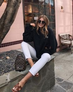Beautiful 💋Check link in bio. Hermes Oran Sandals, Dior Sandals, Sandals Outfit, Hermes Shoes, Jeans Skinny Blanc, Simple Outfits, Trendy Outfits, Zapatos Animal Print, Cold Weather Outfits