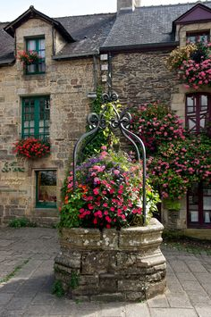 Bretagne, Morbihan, Rochefort-en-Terre , France Flowers feature in the French stone environs Beautiful World, Beautiful Gardens, Beautiful Flowers, Simply Beautiful, Colorful Flowers, Wonderful Places, Beautiful Places, French Countryside, Belle Photo