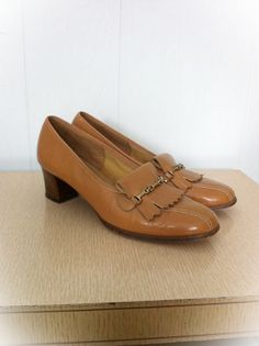 Hey, I found this really awesome Etsy listing at https://www.etsy.com/listing/119460077/vintage-1970s-shoes-cobbies-loafers-size