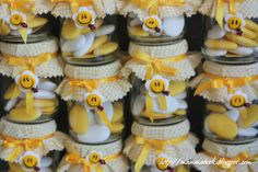 Baby shower favours with baby food jars & polymer clay Glass Jars, Mason Jars, Recycling For Kids, Baby Shower Favours, Honey Packaging, Party Giveaways, Pots, Baby Food Jars, Minion Party