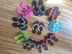 Slippers pimpen doe je bij De Knutselkamer Babyshower, Slippers, Desserts, Food, Tailgate Desserts, Deserts, Baby Shower, Essen, Slipper