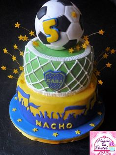 Boca Juniors cake. Torta de Club Atletico Boca Juniors #futbolbocajuniors Torta Angel, 5th Birthday, Birthday Cake, Nachos, Cake Decorating, Frozen, Aldo, Sweet, Desserts